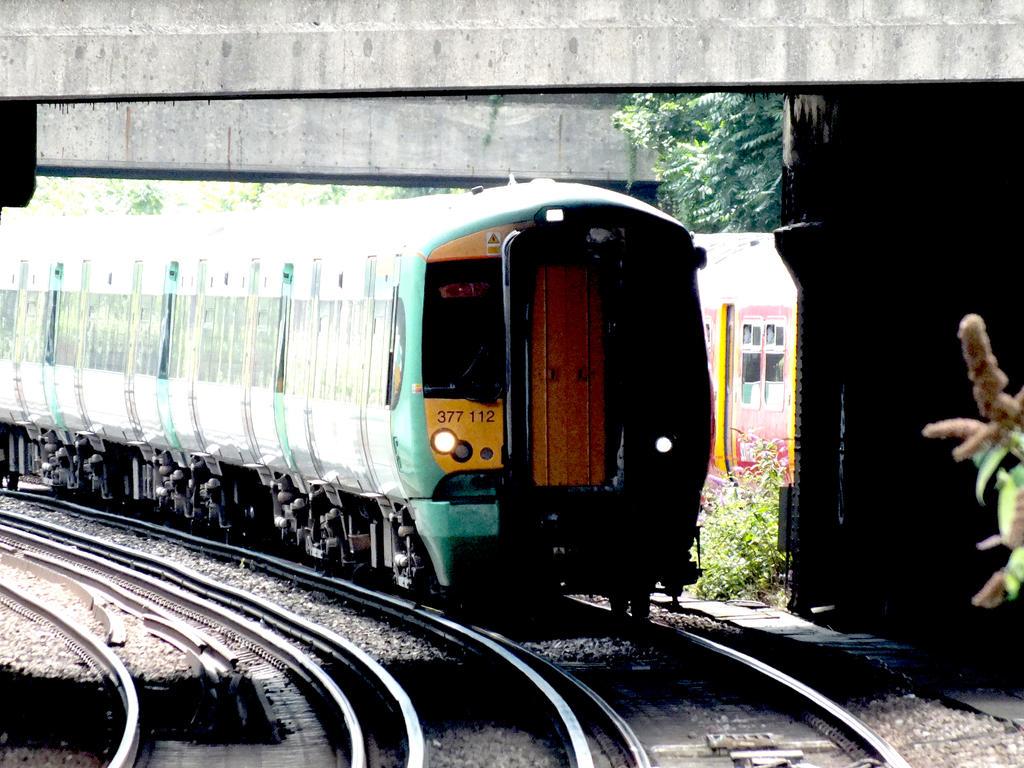 377112 at Clapham Junction