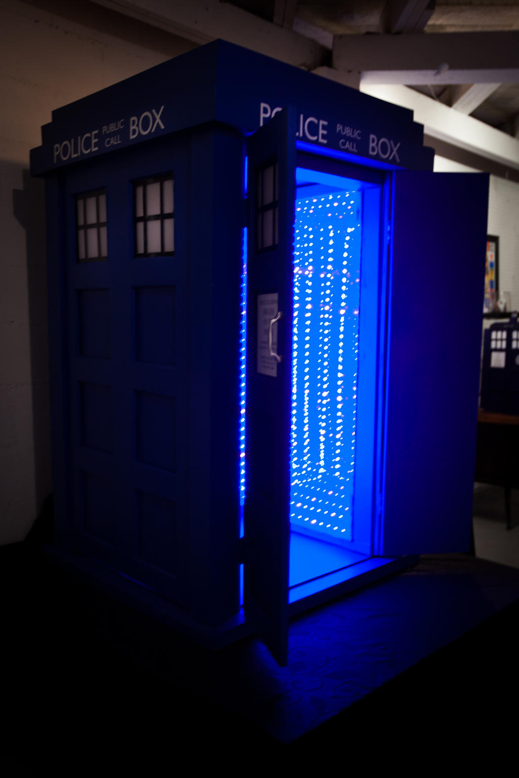 Tardis by pinguino