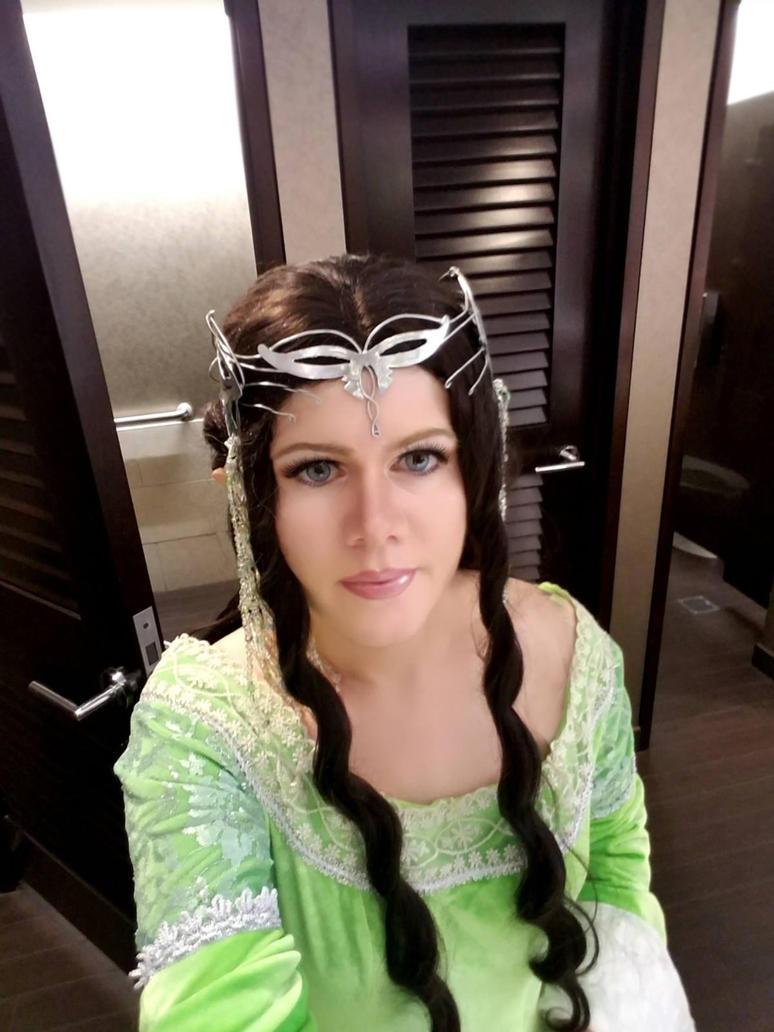 Arwen Selfie by FinalFantasyCosplays