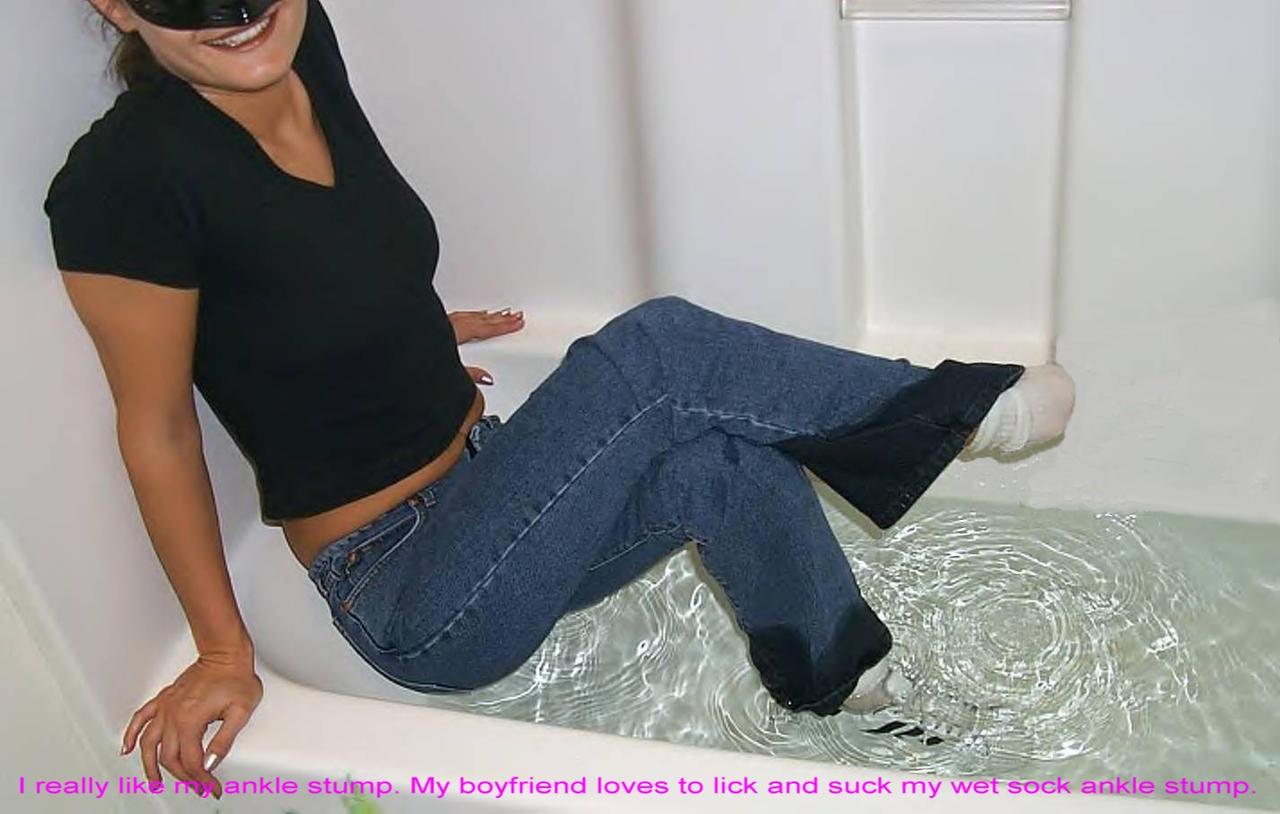 Mature pantyhose seduction