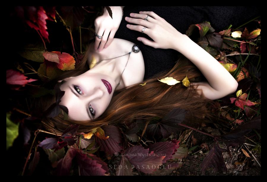 angel of fall by LinguaMystica