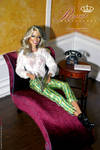 1:6 scale Room Box and Regent Plum Chaise
