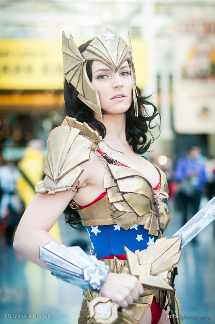 Art Deco Wonder Woman - Original Design by Vert-Vixen