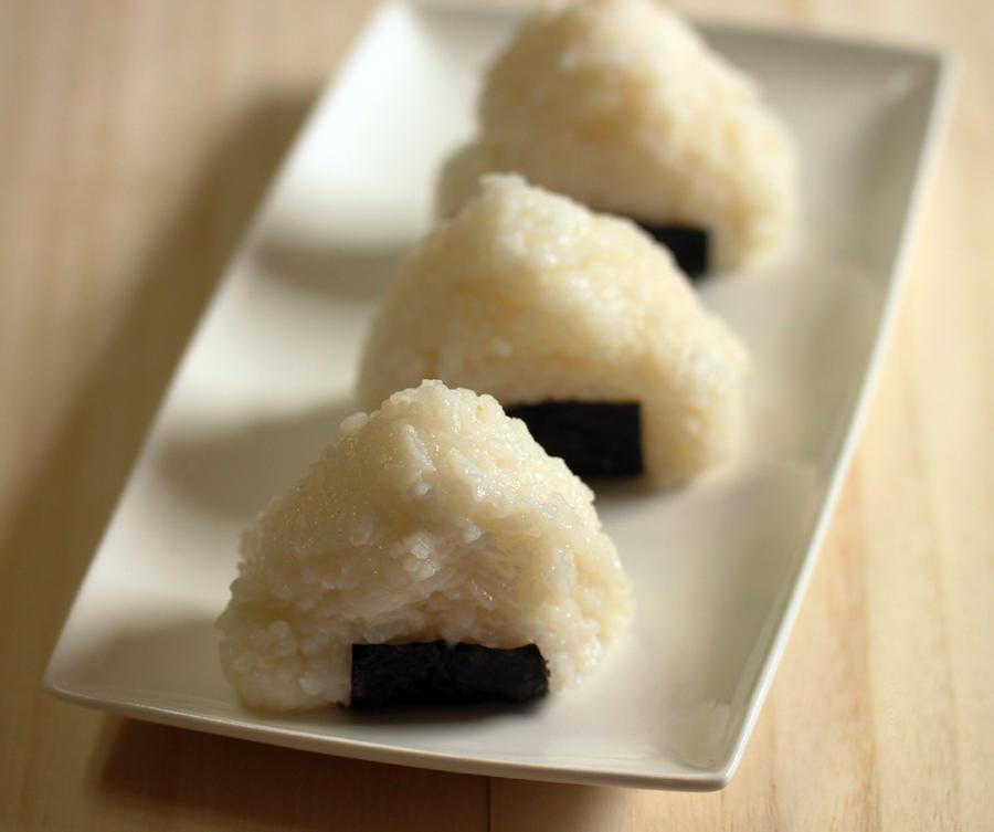 Onigiri by munchinees