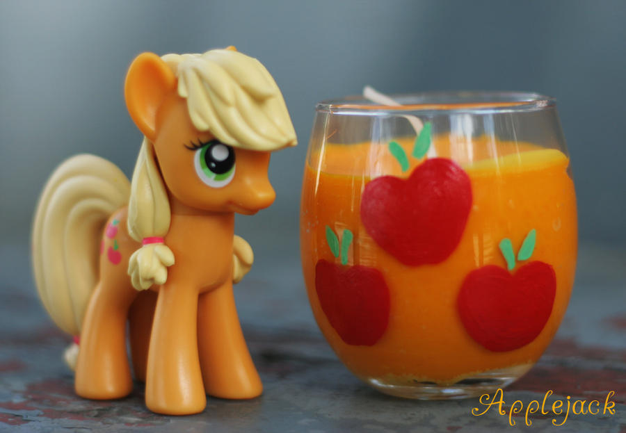 Applejack Cutie Mark Candle by LadyButterscotch