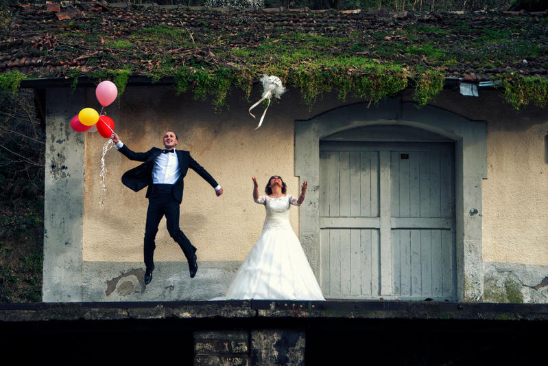 bride and groom by aydnahmet