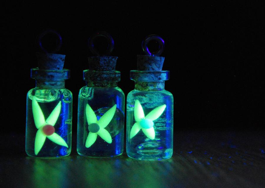 *Glowing* Legend of Zelda Inspired Fairy Bottles by IvrinielsArtNCosplay