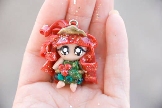Holiday Pixie Charm, Holly