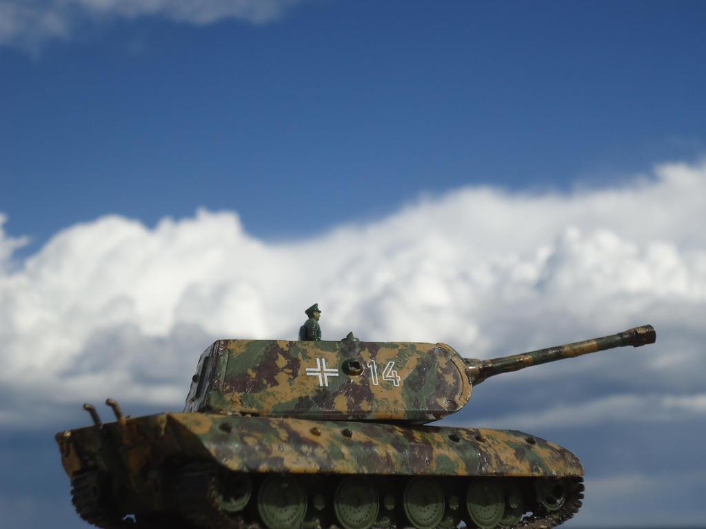 E-100 Super Heavy Tank by DingoPatagonico