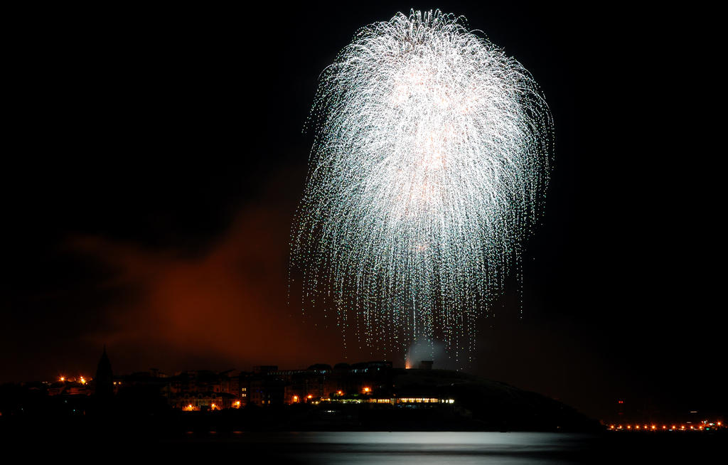 Fireworks Over Gijon by CarlosBecerra