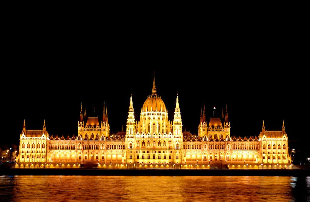 Budapest Parliament by CarlosBecerra