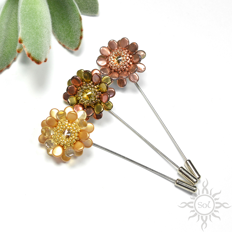 Flower pin brooches by Sol89