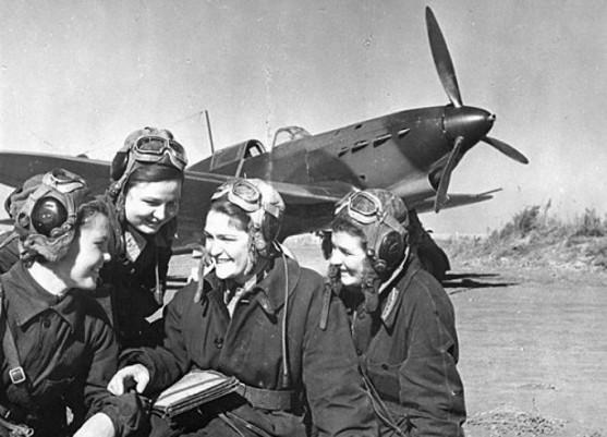 Russian female pilots (Night Witches) WW2 by UniformFan