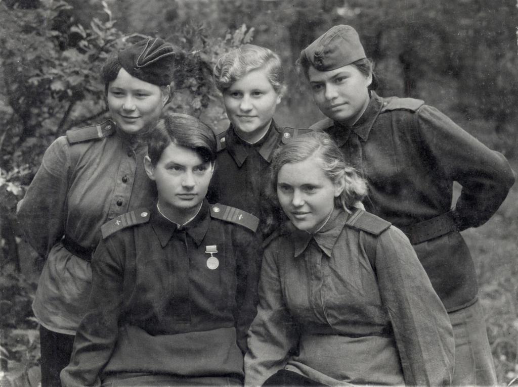 uniformfan deviantart com russian female soldiers group ww2 by ... | 1024 x 766 jpeg 155kB