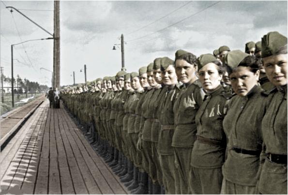 russian_female_soldiers_ww2_by_uniformfan-d5wt4je.jpg | 595 x 402 jpeg 177kB