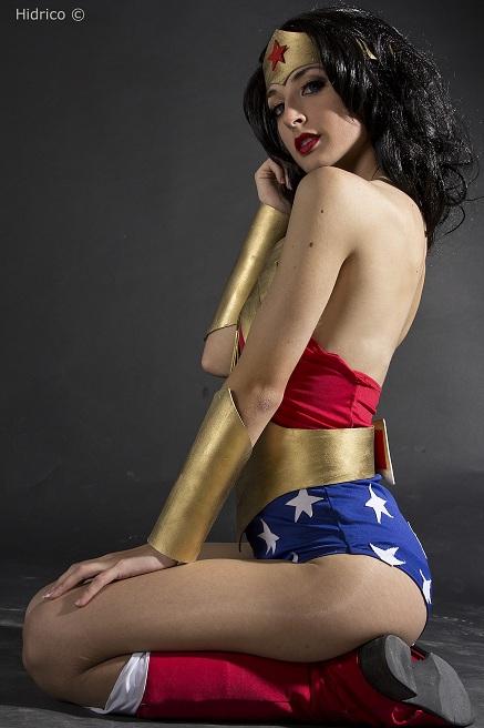 Sexy Wonderwomen 17