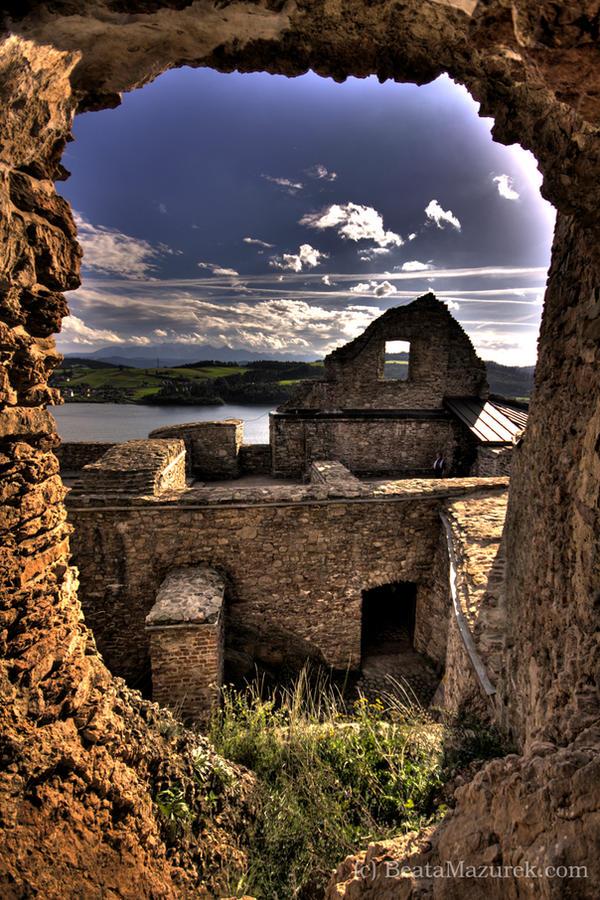 Czorsztyn Castle by Jaagaa