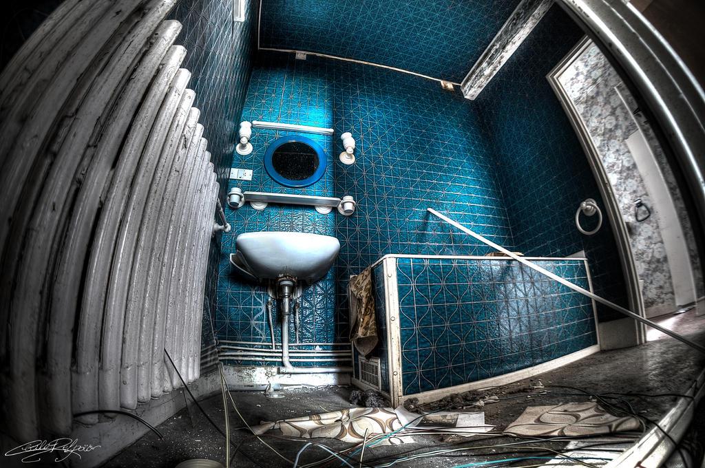 The Bathroom by x-Tsila-x