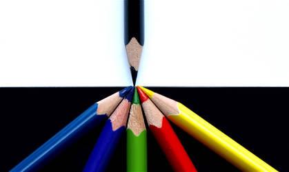 Monochrom VS Colors by piximi