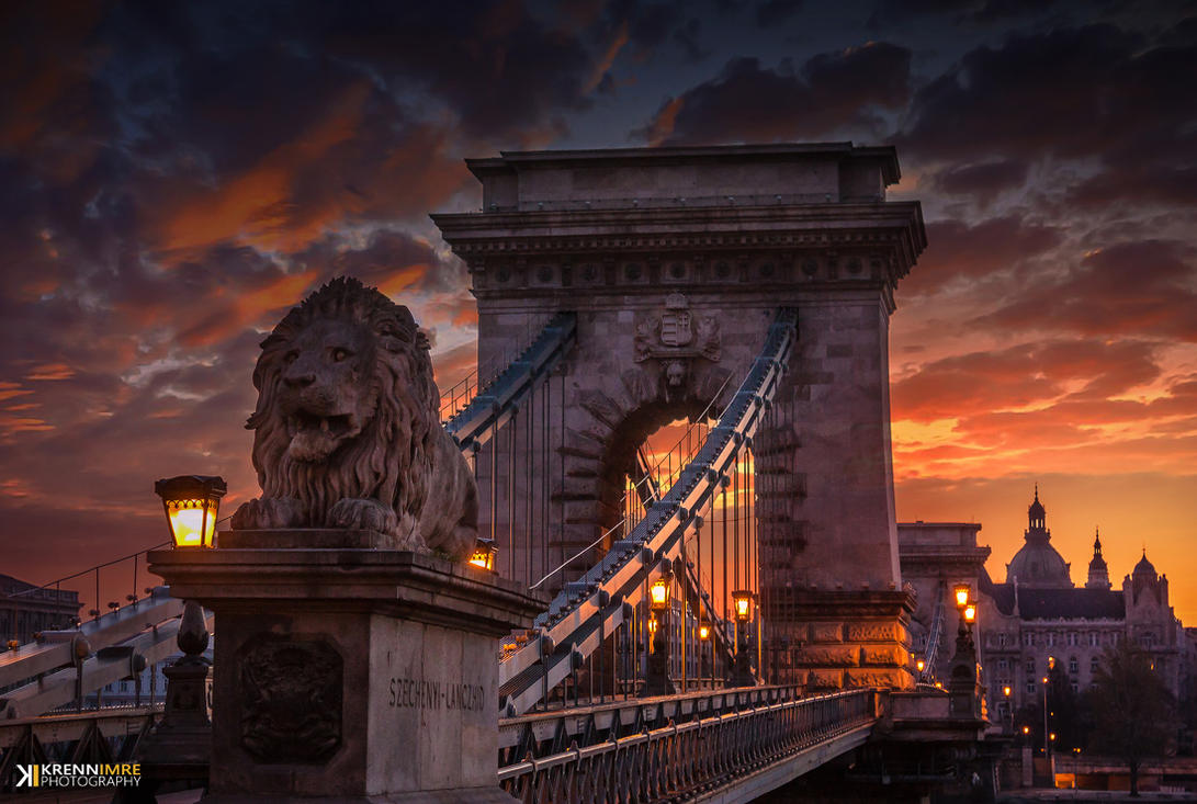 The Majestic Chain Bridge by piximi