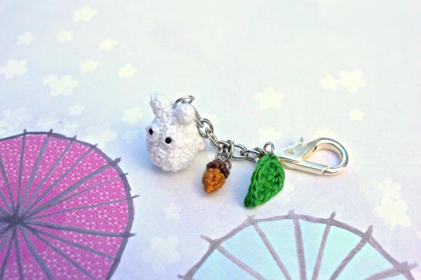 Amigurumi Totoro : Kawaii amigurumi totoro keychain w acorn and leaf by