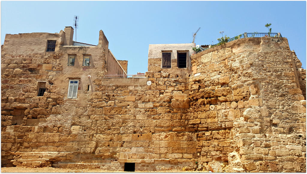 The Byzantine wall of Chania by ChokoAngel