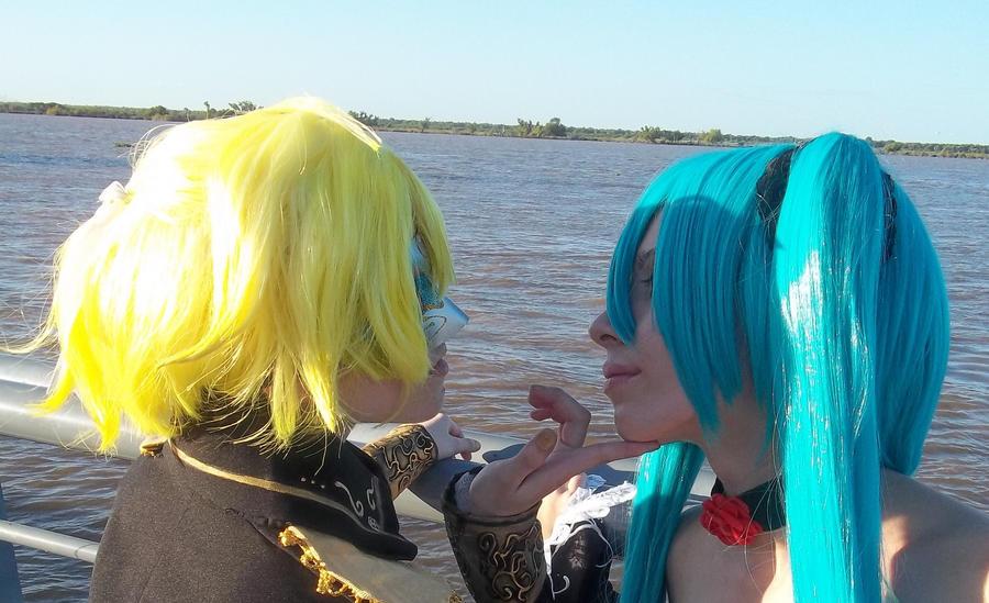 cantarella len and miku kiss by mercedes2010 on deviantart