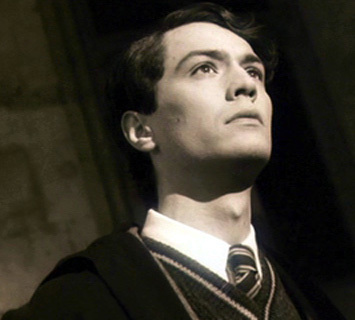 Come With Me Now - Tom Riddle x Male!Reader by Mikorin-kun