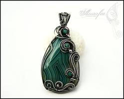 Green agate pendant by amorfia