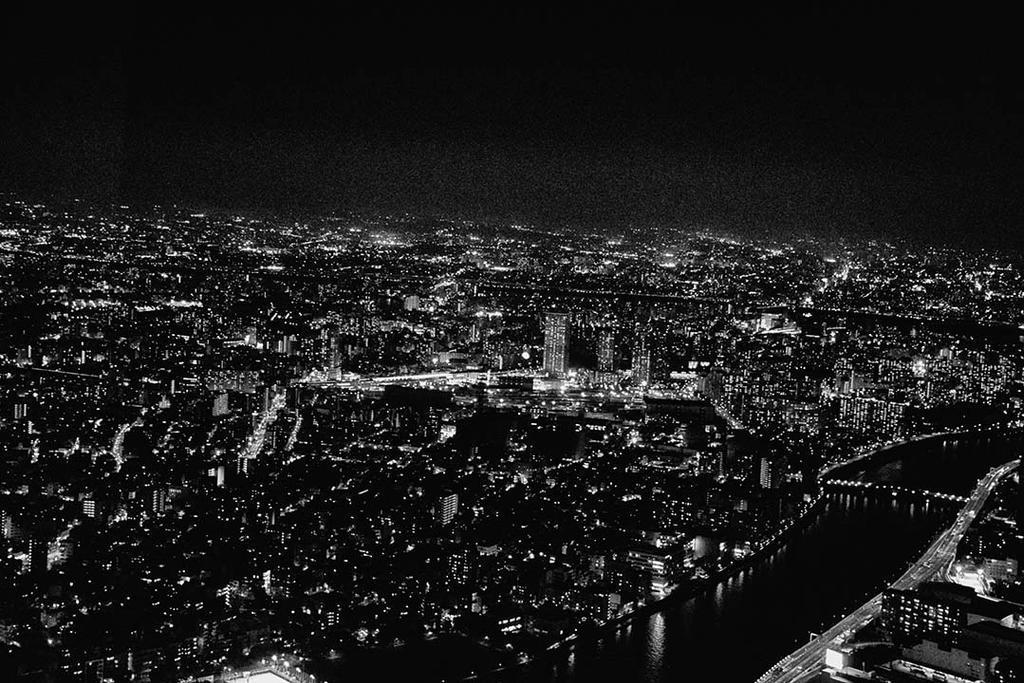 Tokyo at night by Ealin