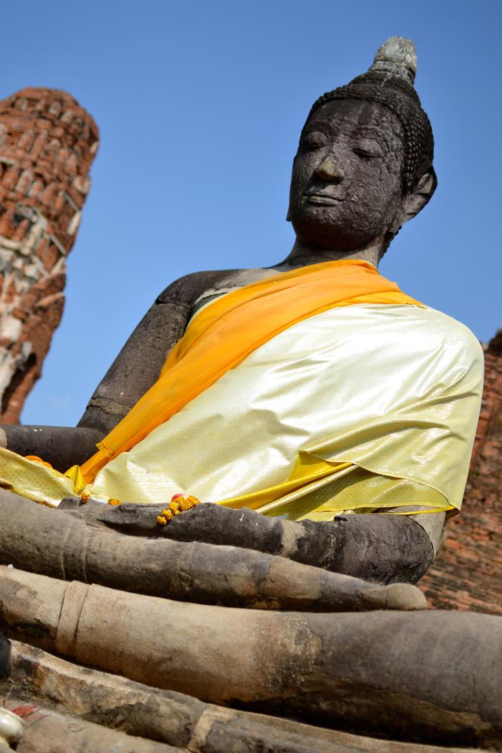 Buddha statue by UkuleleOVERSOUL
