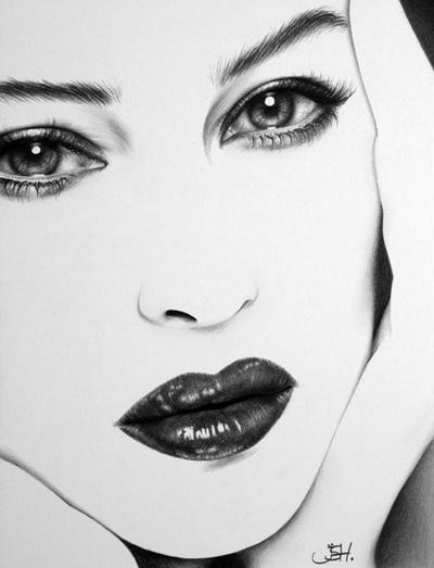 Monica Bellucci Minimal by IleanaHunter