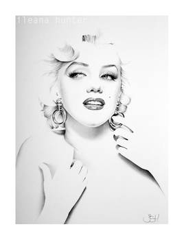 Marilyn Minimal Portrait with Hoop Earrings