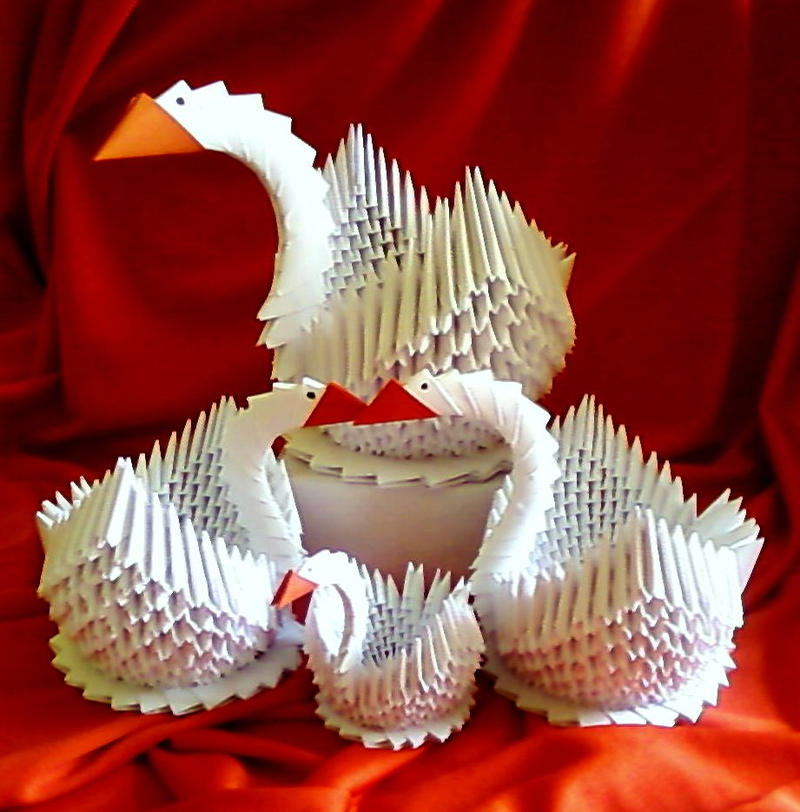 Origami Swans Family by PheoDelugher