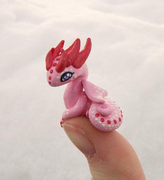 Lovely 'Thumb' Dragon by KingMelissa