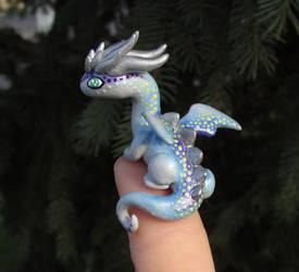 Blue 'Thumb' Dragon