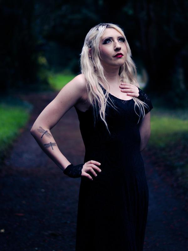 Kat_i by Horroromance