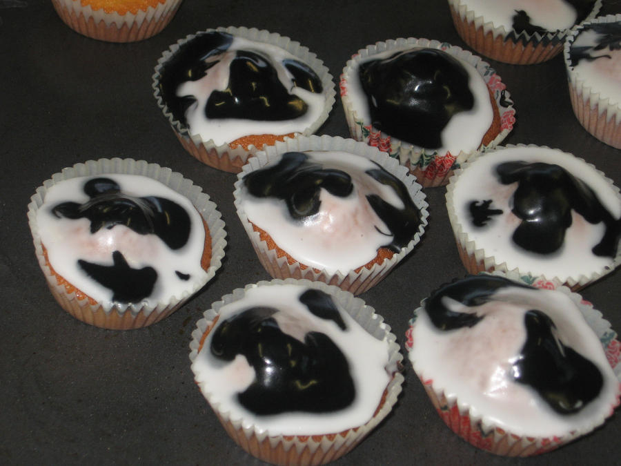 Art By Cow Cake : Cow print fairy cakes by PuddingValkyrie on DeviantArt