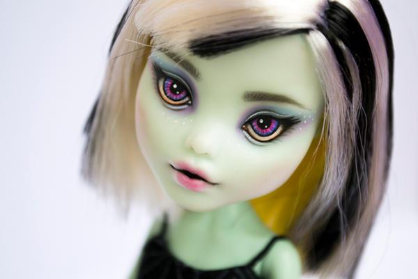 Elaine - OOAK Monster High Frankie Stein