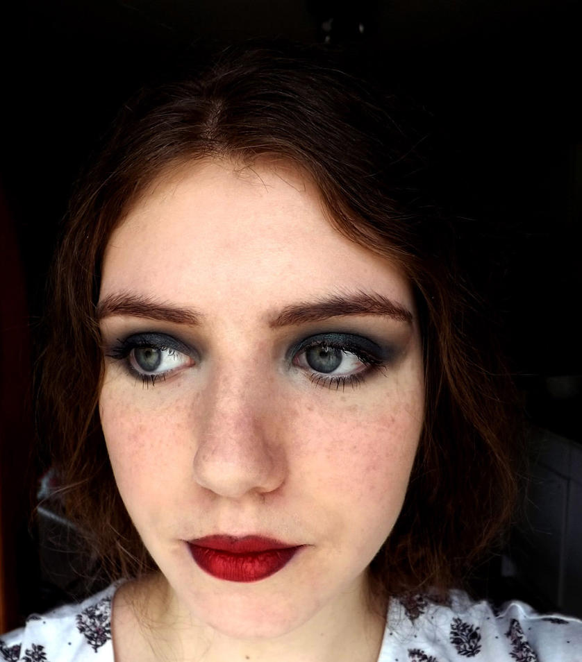 Modernized 20's make up look by myphonovisions