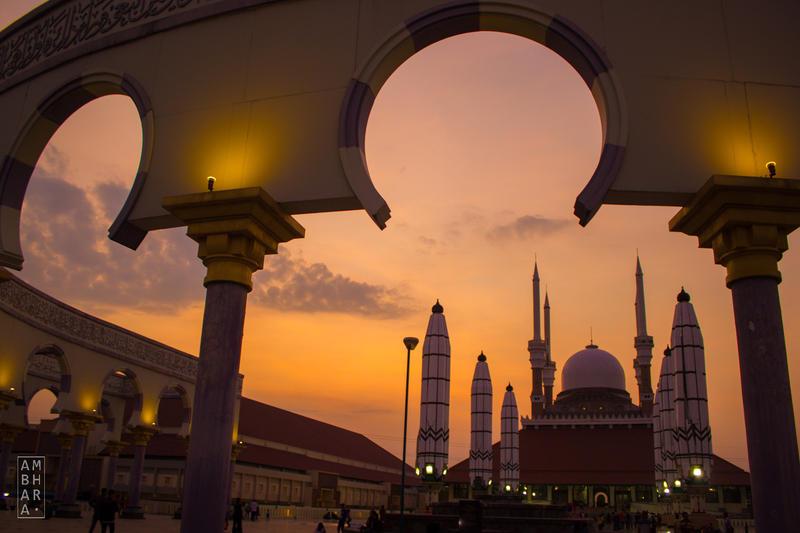 Sunset at Masjid Agung Jawa Tengah by itrenorez