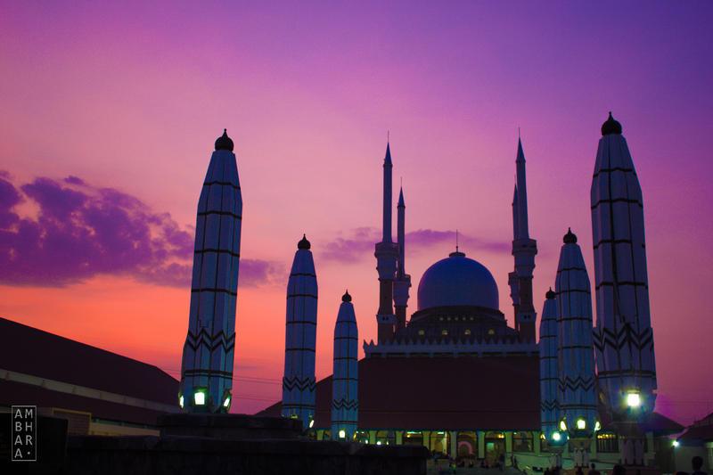 Purple Sky over Masjid Agung Jawa Tengah by itrenorez
