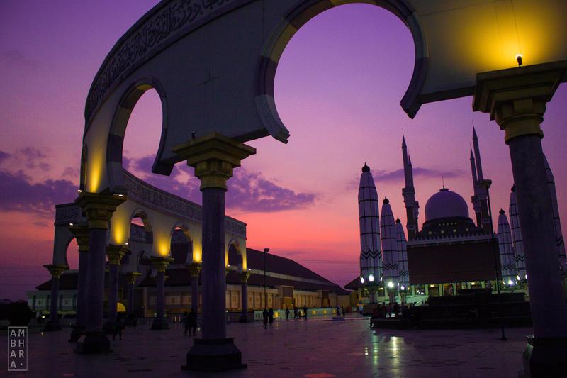 Beautiful Sky over Masjid Agung Jawa Tengah by itrenorez