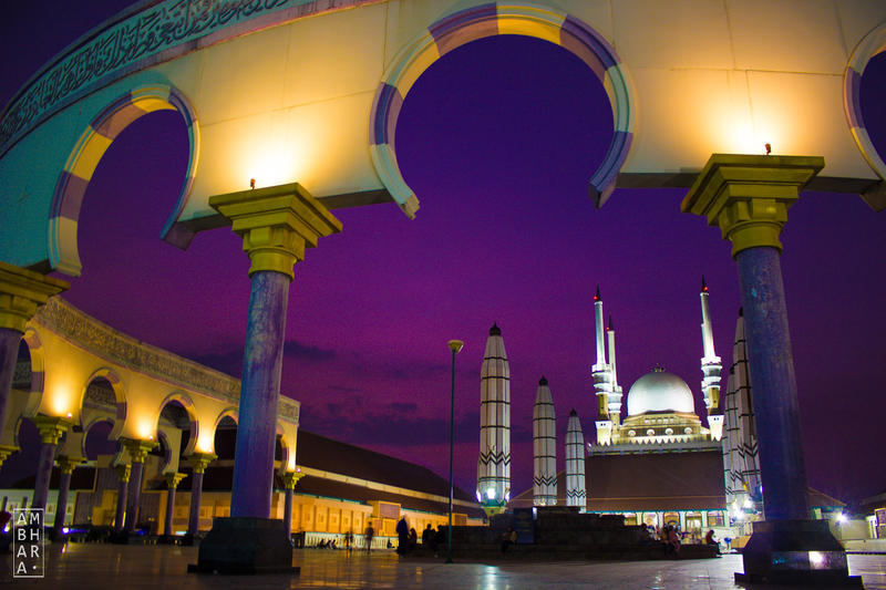 Purple Night Sky over Masjid Agung Jawa Tengah by itrenorez