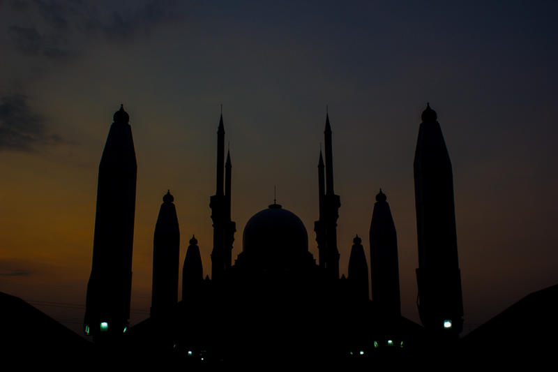 Silhouette of Masjid Agung Jawa Tengah by itrenorez