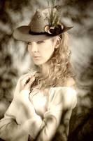 Dame mit Hut by horthw