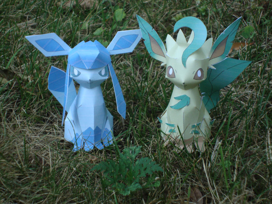Glaceon and Leafeon by AnimeGang