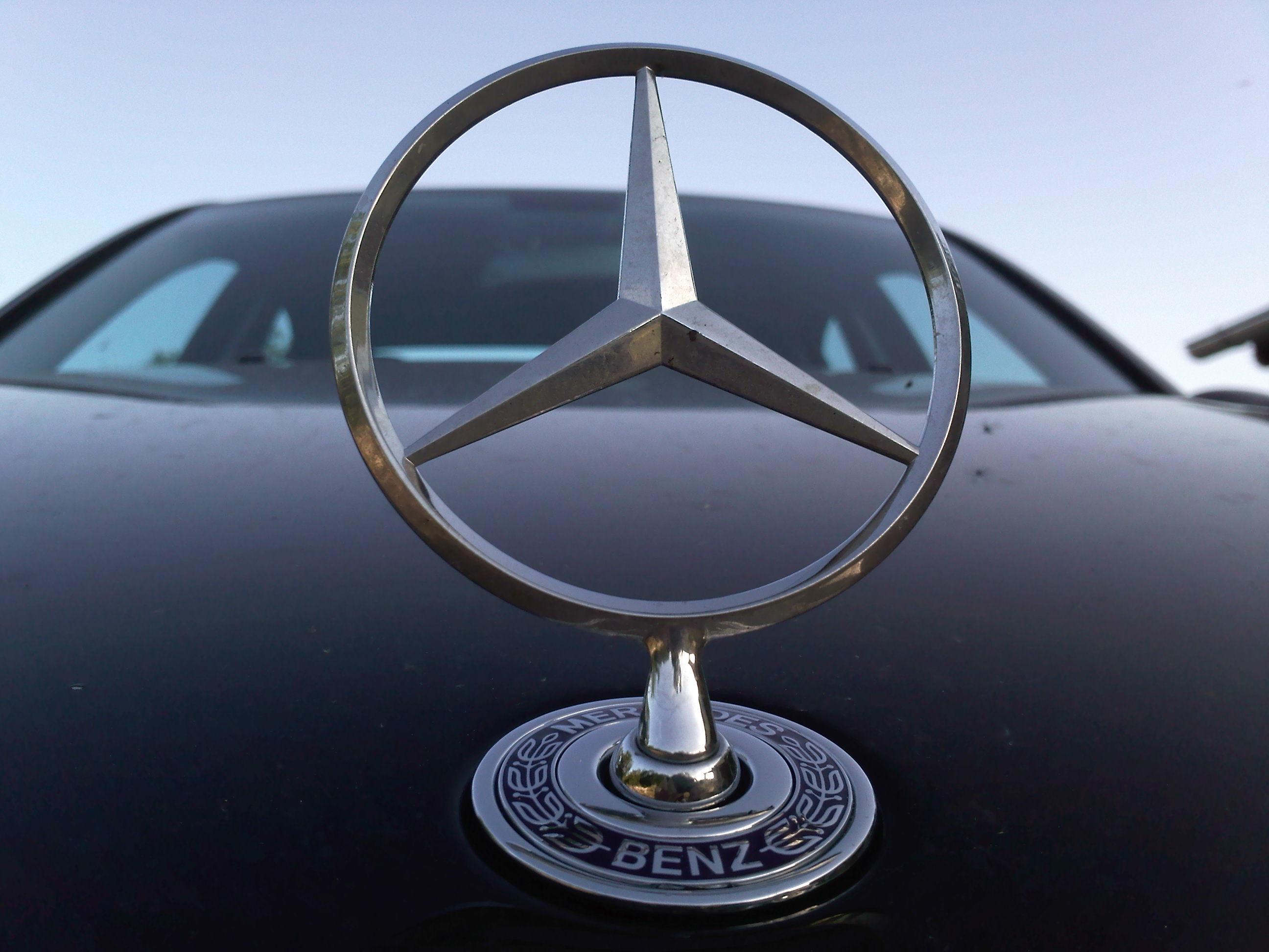 Image gallery mercedes badge for Mercedes benz badge