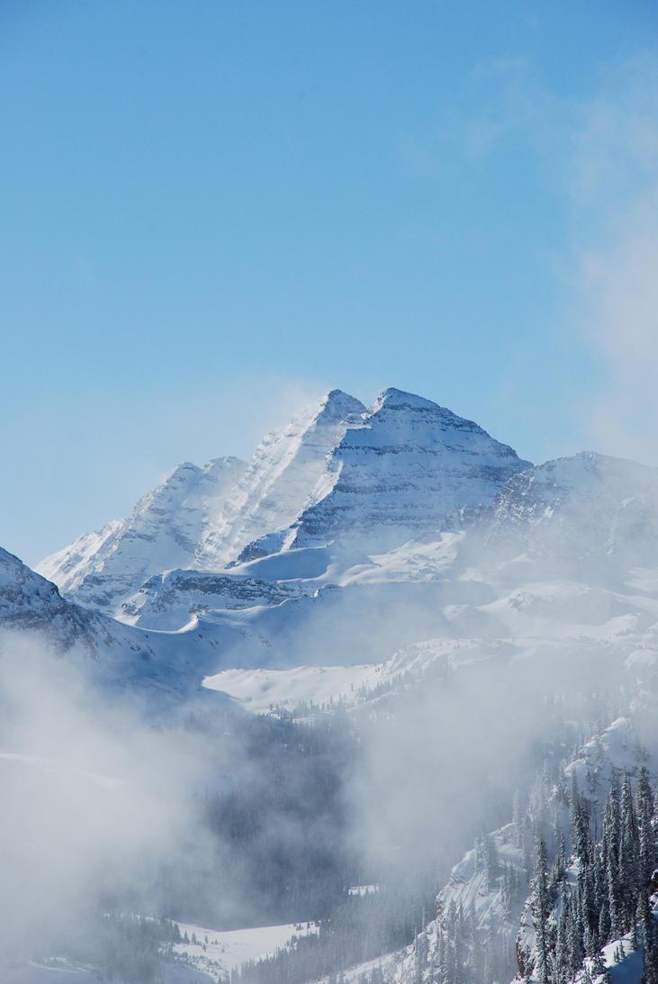 Pyrimid Peak by Dracoshi-Rhutai