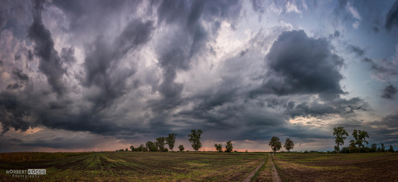 Approaching storm by NorbertKocsis